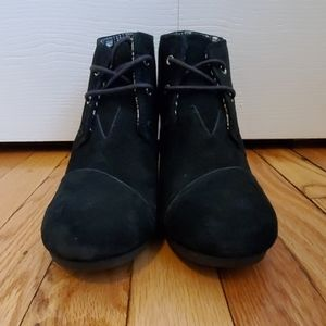Toms Black Desert Wedges Size 9